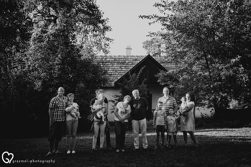 Mérföldkövek Családi életetek fontosabb eseményeinek megörökítése dokumentarista módon. Legyen szó akár születésnapról, évfordulóról, keresztelőről, vagy egy közös családidélutánról mi arra törekszünk, hogy megörökítsük ami valóban számít.