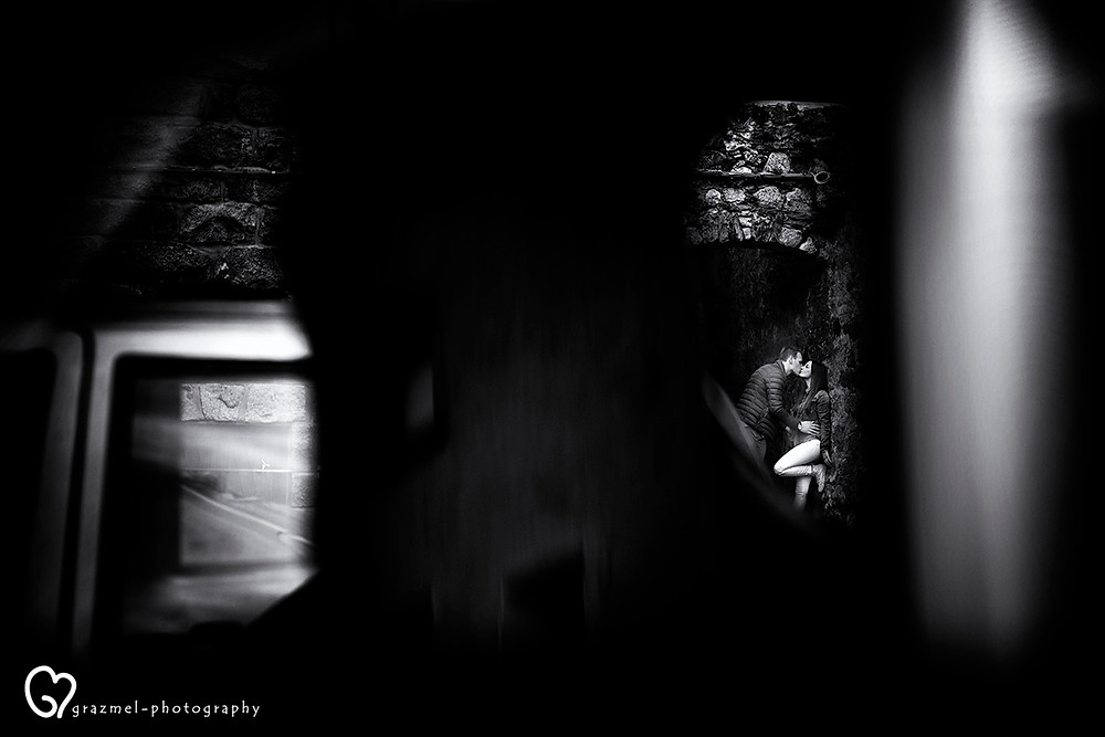 Engagement photo session between the small streets of Bienno (Italy)
