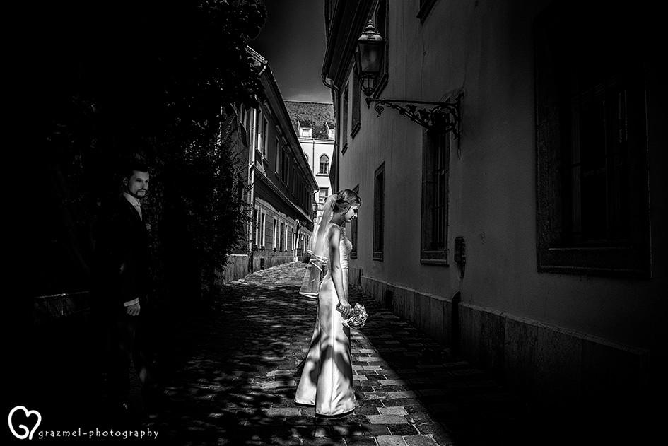 wedding photo session in Buda Castle, esküvői kreatív fotózás a  Budai várban