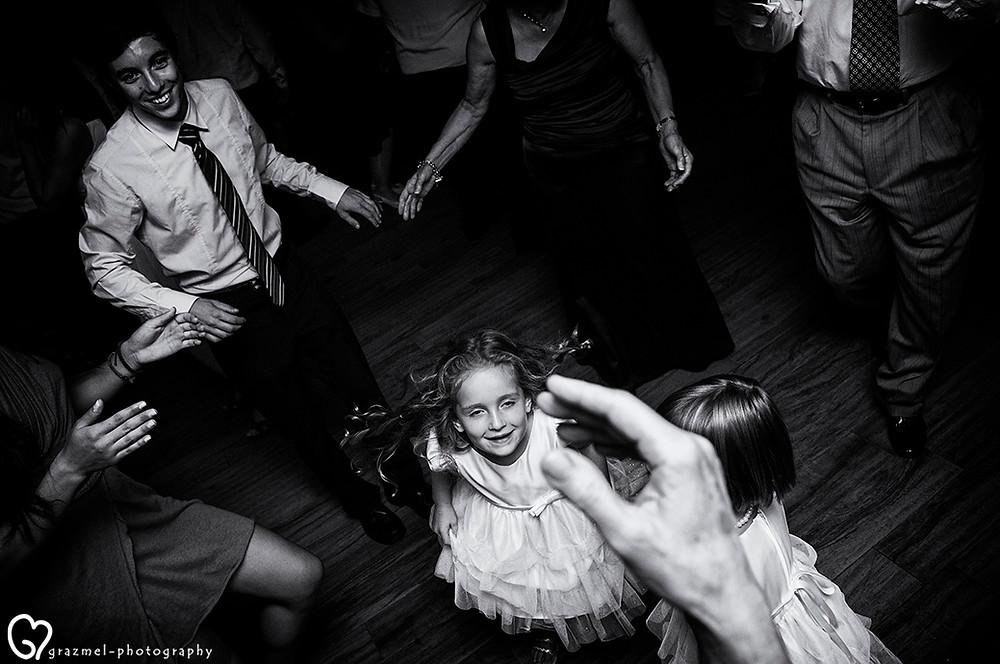 canadian wedding in Budapest, Grazmel Wedding Photography, lagzi