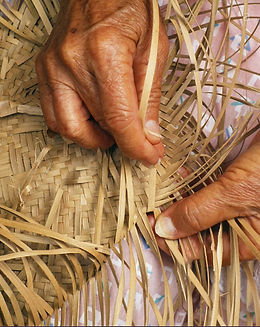 closeup-detail-of-womans-hands-weaving-l