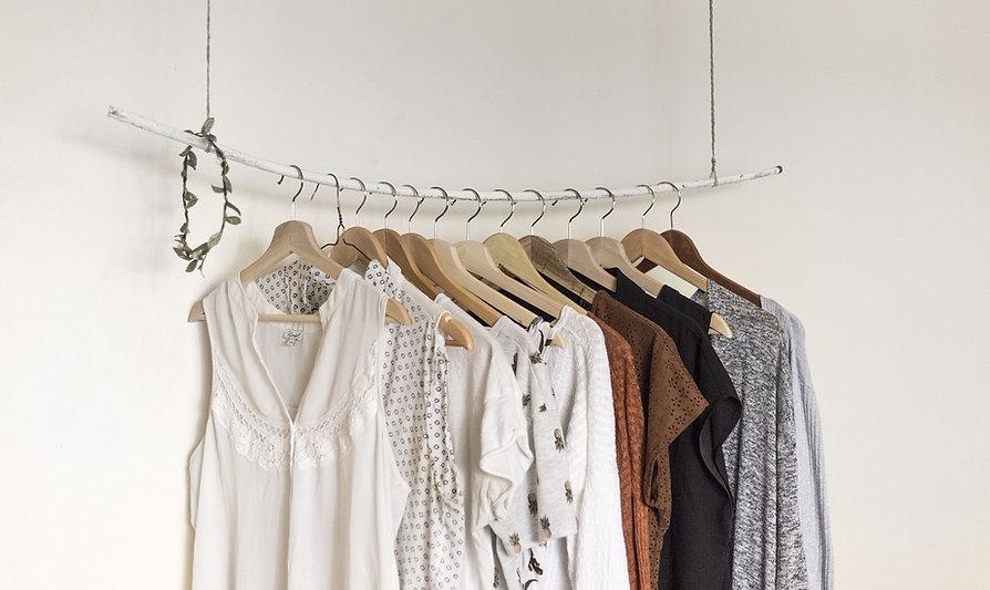 Arara de roupas, bazar