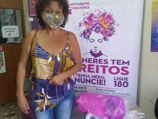 Entrega de cestas básicas no Movimento de Mulheres com o apoio doPrograma Itaú Social