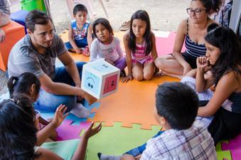 A troca de histórias e emoções entre as crianças foi o foco da dinâmica de dezembro nas Tendas da Ci