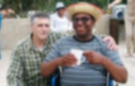 Voluntário com acolhido do Lar
