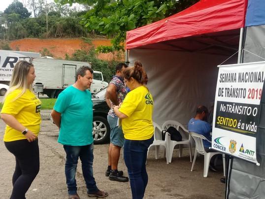 Semana Nacional do Trânsito atende a 150 caminhoneiros na BR-040