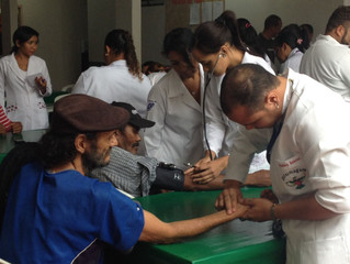Acadêmicos de Enfermagem visitam Casa Santo André.