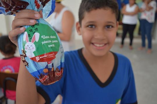 Páscoa Solidária: Colaboradores visitam Casa da Criança em Lins