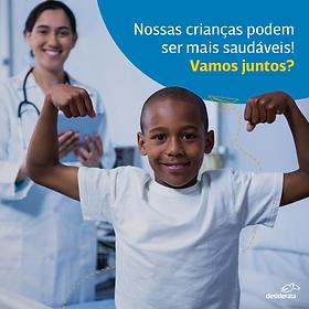 Publicação de instagram com a imagem de um menino mostrando os músculos enquando uma médica sorridente observa