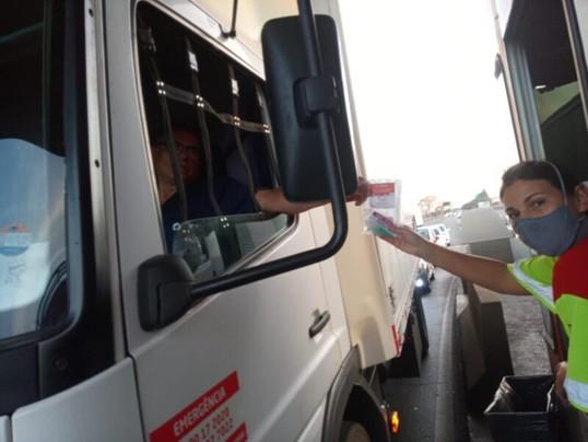 Triunfo Transbrasiliana distribuiu 1.200 kits de saúde durante a Semana Nacional de Trânsito