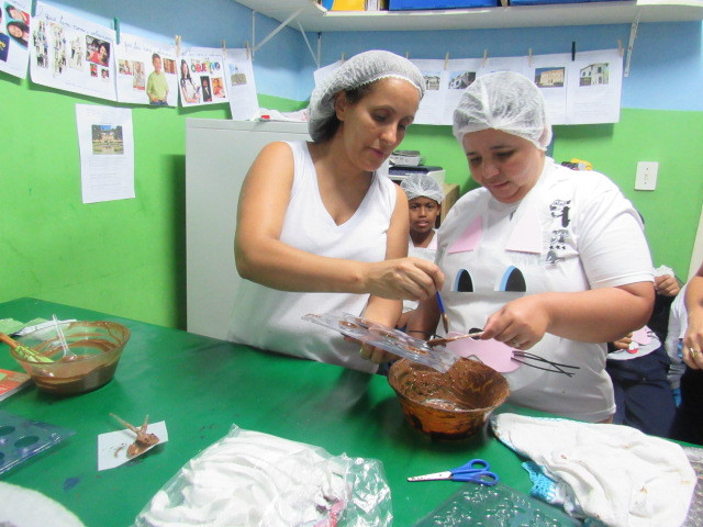 Oficina de ovos de chocolate para páscoa