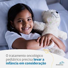 Publicação do instagram com menina deitada abraçada com um urso de pelúcia sorrindo com dizeres sobre a importância do diagnóstico precoce do câncer infantil