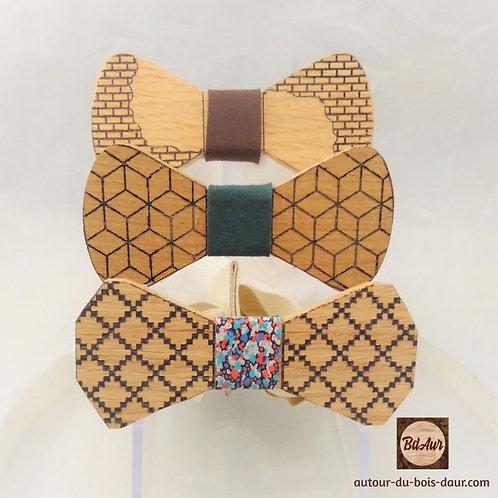 Noeud Papillon gravé graphique en bois (chene) avec tour d noeud interchangeable