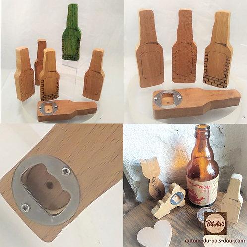 """Mécanisme pour décapsuleur """" Bouteille de bière """" teinté gravé en bois européen"""