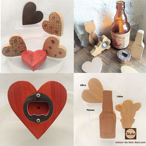 """Mécanisme pour décapsuleur """"Coeur """" teinté gravé en bois européen"""
