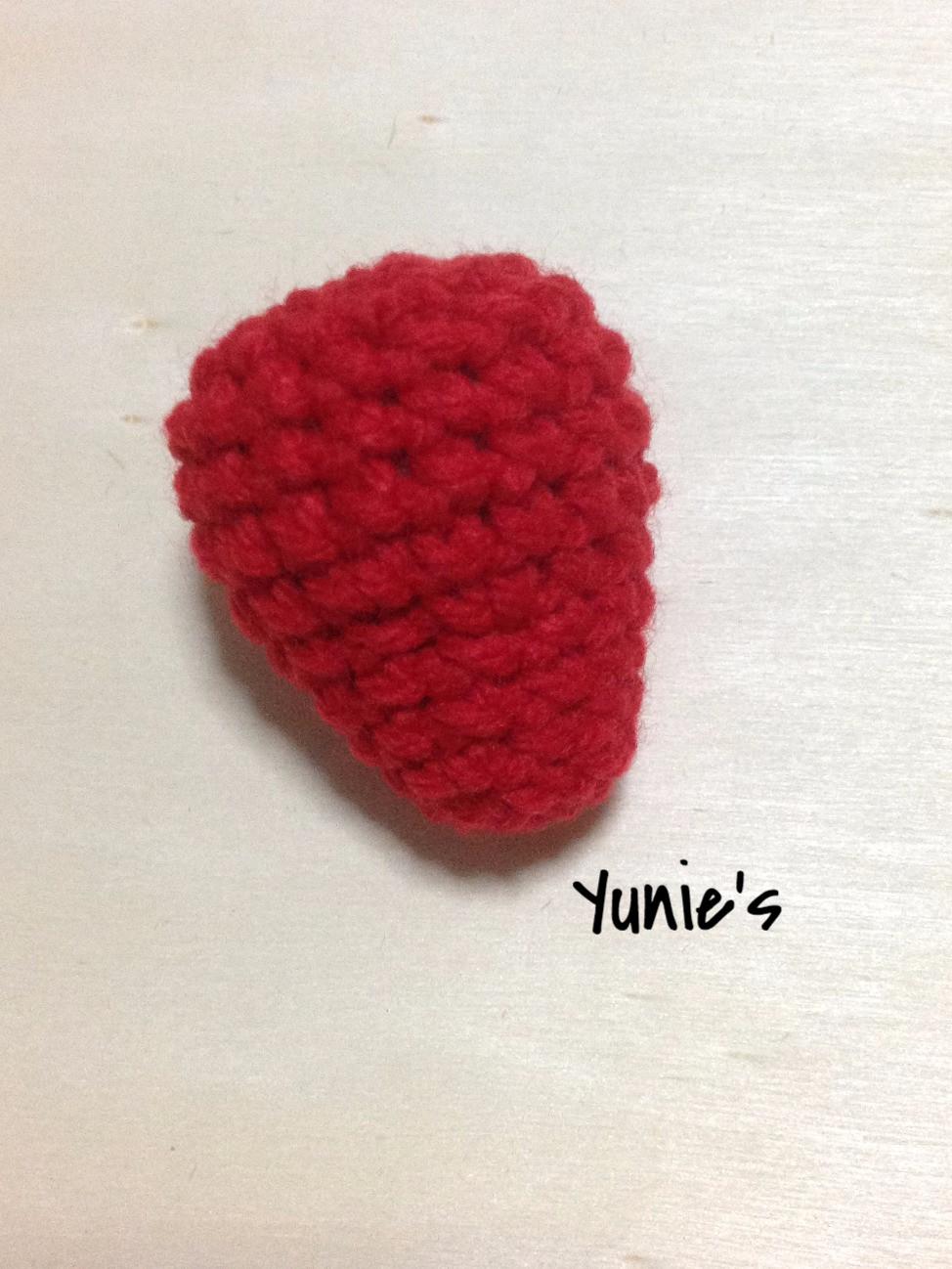 free-crochet-pattern-Strawberry-amigurumi
