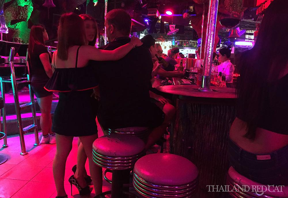 躺在泰国妓女