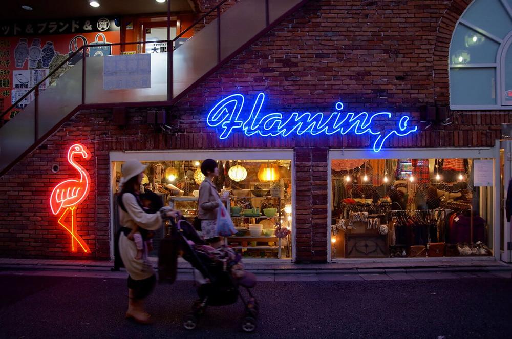 在日本东京Shimokitazawa的Flamingo商店外面