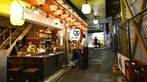 Shimokitazawa的一个小酒吧,东京,日本