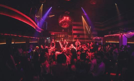 在Sukhumvit Soi 11的水平夜总会在泰国