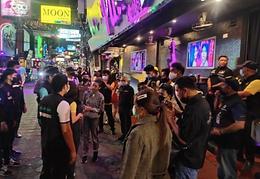 芭堤雅卫生官员检查步行街,所有酒吧表示配合
