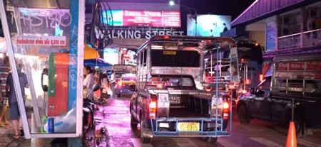 泰铢巴士出租车在芭堤雅