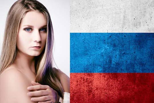 芭蕾舞团的俄罗斯姑娘与国旗
