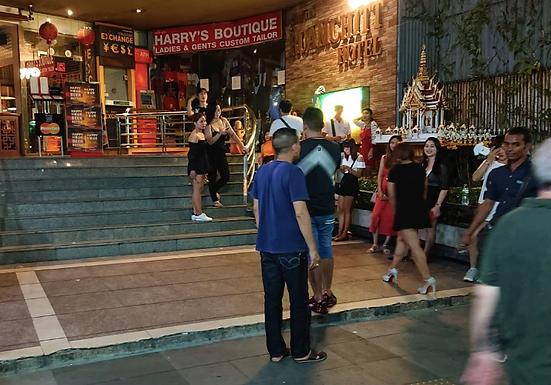 曼谷援交店:蛇美咖啡,看上聊好就带走