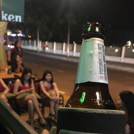泰国芭提雅援交吧,喝酒吃饭撩妹