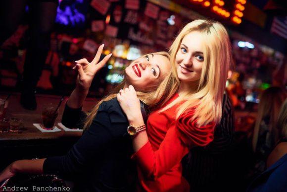 夜生活基辅郊狼丑陋的党女孩