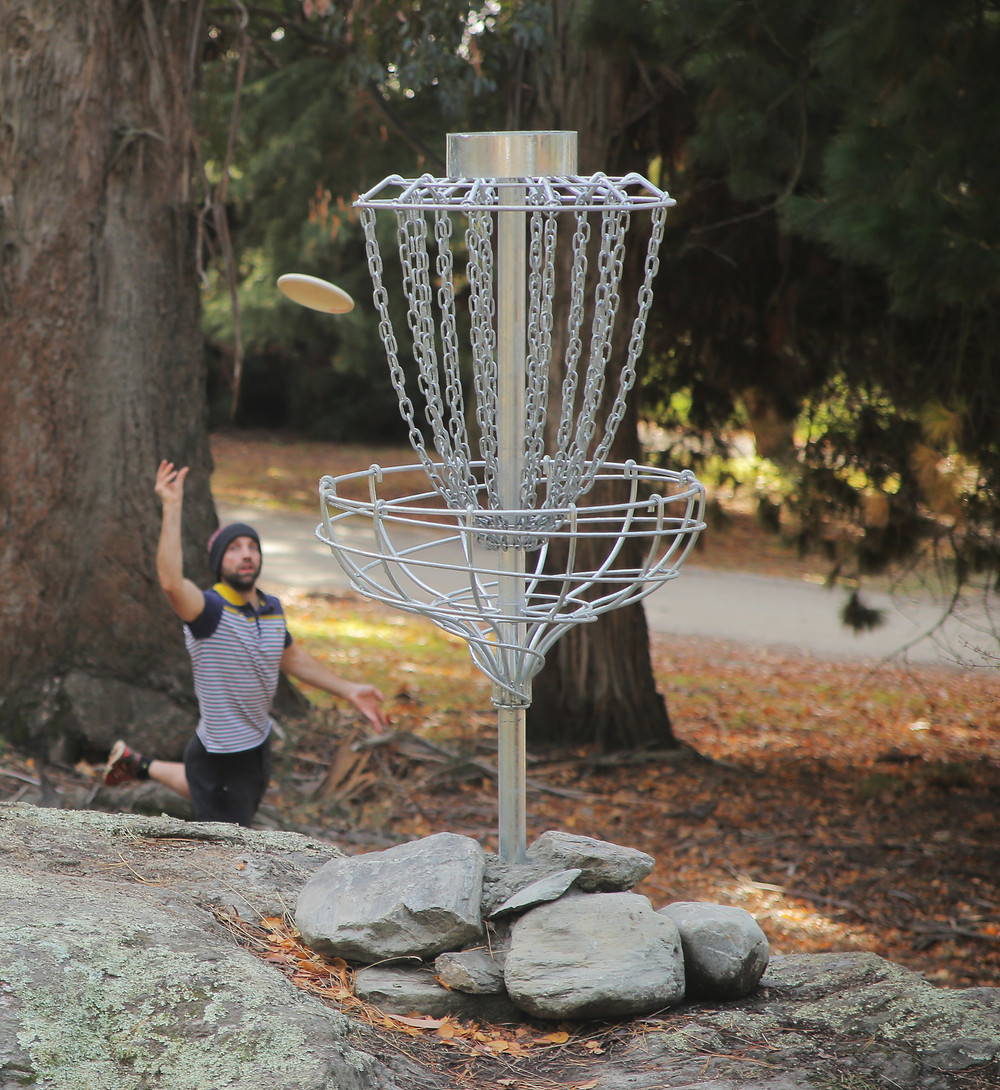 Vortica-sponsored player Tom Mackay banishes the Inner Asshole at Eely Point Disc Golf Course Basket 6, Wanaka.