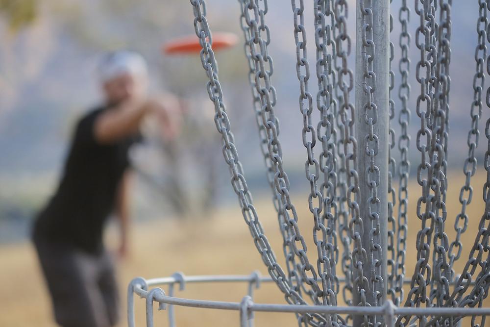 Andy Klun nailing a putt at Lismore Park, Wanaka
