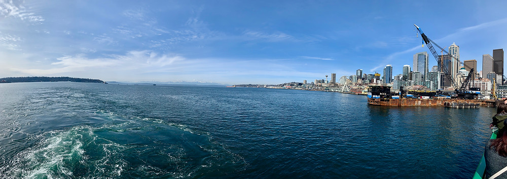 Panoramic view of the Seattle Skyline and mountain range