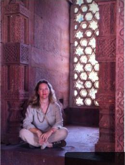 Yoga in Joy com Anandi