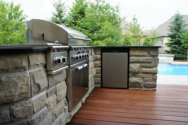 Outdoor Kitchen and Appliances
