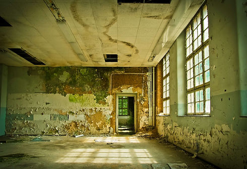 3115210-abandoned_ailing_architecture_at