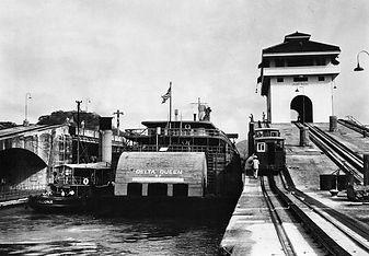 Delta-Queen-Panama-Canal.jpg