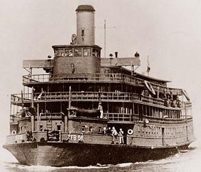 Delta-Queen-WWII-ferrying-Troops.jpg