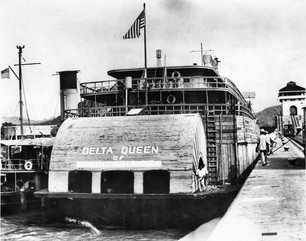 Queen 8 in Panama Canal-summary.jpg