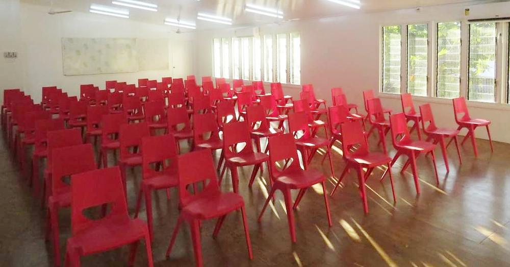 Kiribati en one chairs