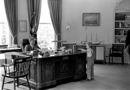 Kennedy oval office.jpg