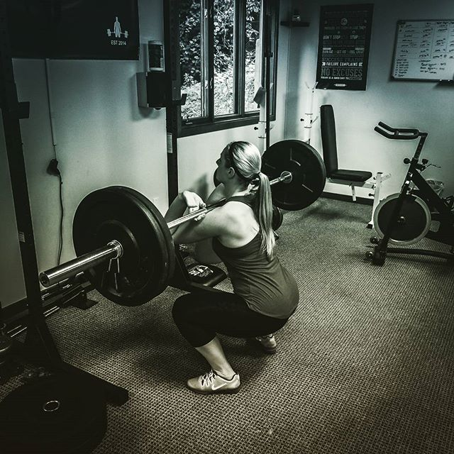 Samantha back at it again._Front Squats  5x5_Back Squats 5x5_Wall sit 60sec