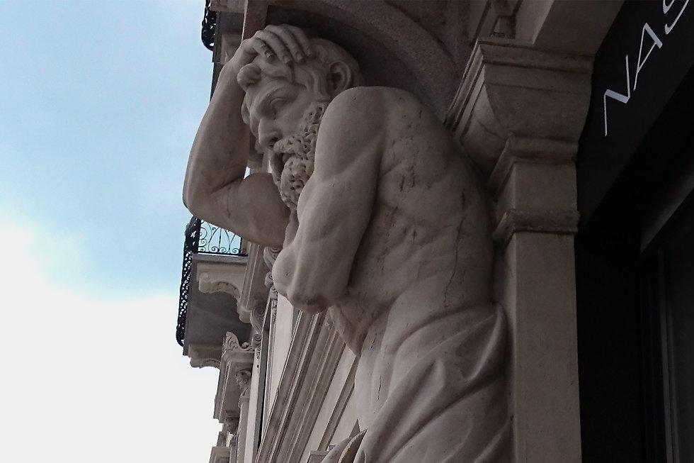 STATUA PALAS HOTEL LUGANO.jpg