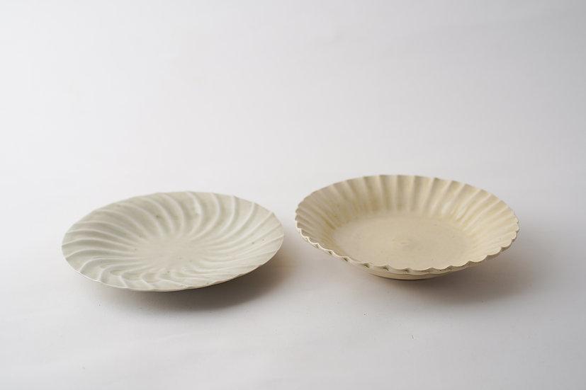 【安齋新・厚子】米色青磁菊小皿