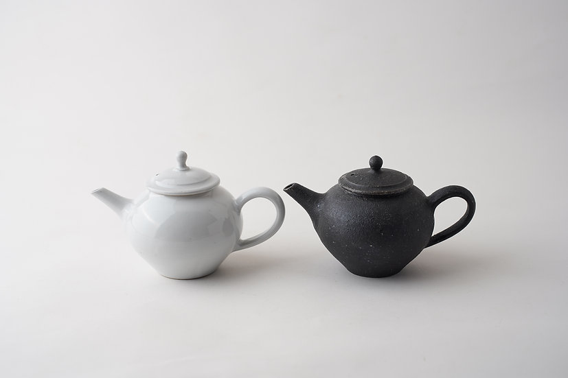 【角掛政志】白釉茶壺/黒茶壺