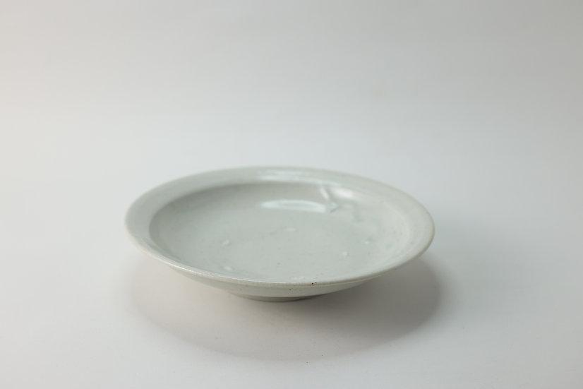 【竹下努】青白磁リム平鉢・7寸(TTM3-32)