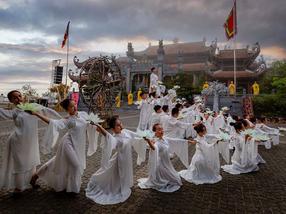 """Impresi kuat dari Electro‐Voice dan Dynacord pada """"Atap Indochina"""""""