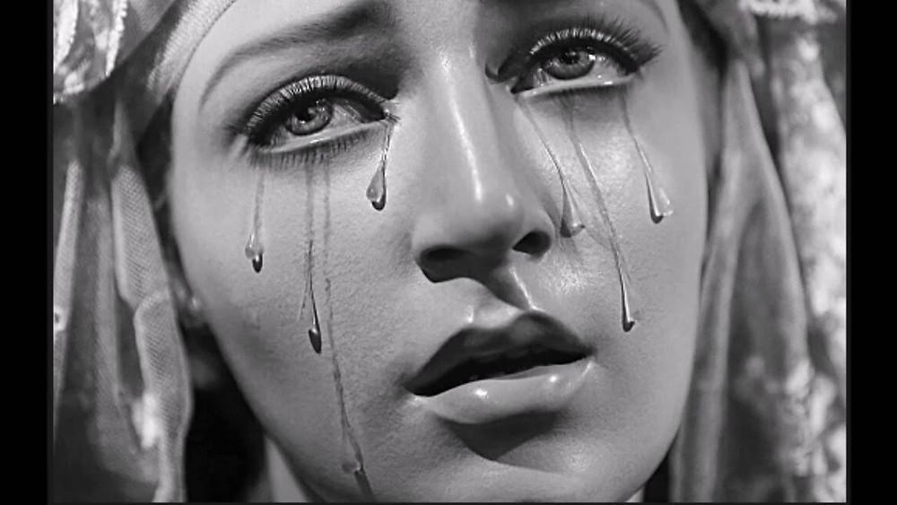 Nossa Senhora chorando