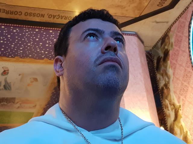 Êxtase do vidente Marcos Tadeu