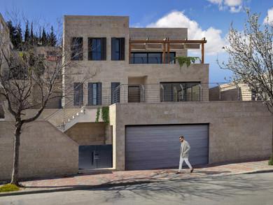 Location: Jerusalem Total floor area: 380 sqm Total site area: 680 sqm Program: Double family house Design & built: 2017-2019